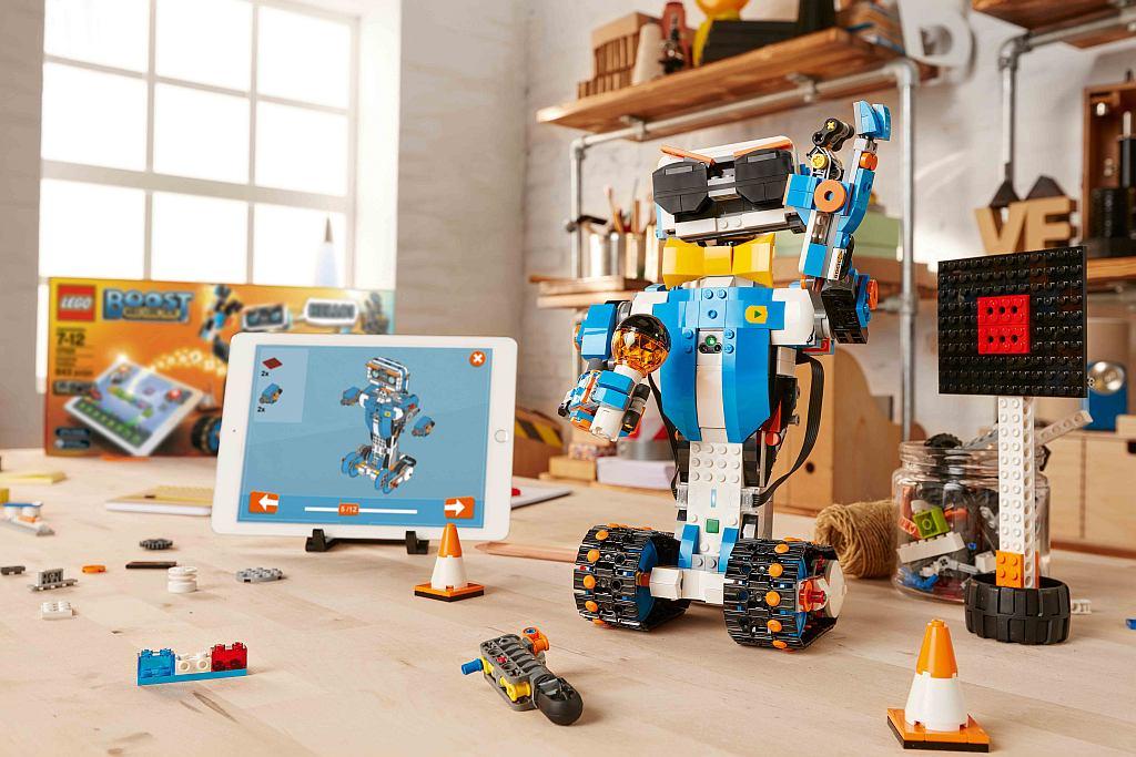 LEGO BOOST: Kinder lernen Programmieren